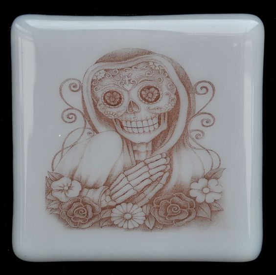 Fused Glass Coaster - Dia De Muertos 09 – Day Of The Dead – £7 each or £24 for a set of 4. Original drawings by Jiewsurreal (stock photos). All coasters measure approximately 10 x 10cm, with clear rubber bumpers on the base to keep them in place and protect your furniture. www.glassbygenea.co.uk #glassbygenea #fusedglass