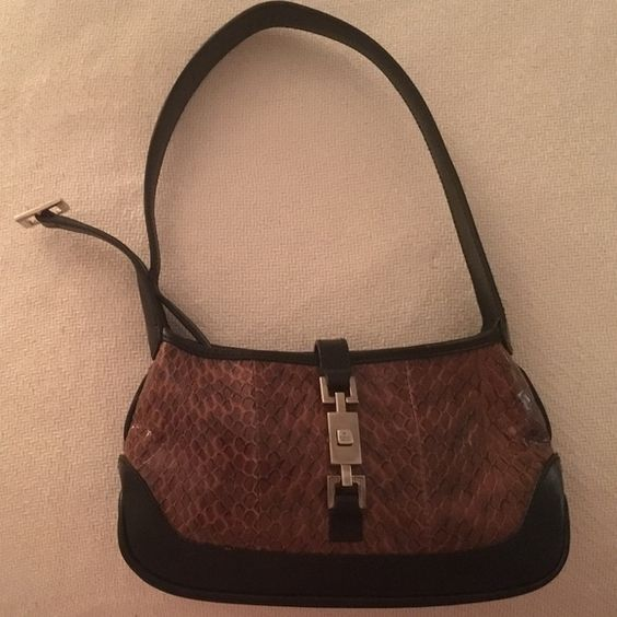 GUCCI brown snake bag Never worn ... Beautiful evening bag. One zippered inside pocket. Gucci Bags Mini Bags