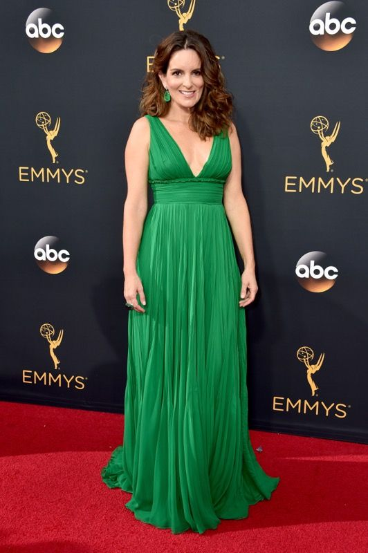 Tina Fey no tapete vermelho do Emmy 2016: