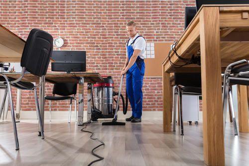 フローリングに掃除機をかけるのはng 床の正しい掃除法とは フローリング 掃除機 掃除