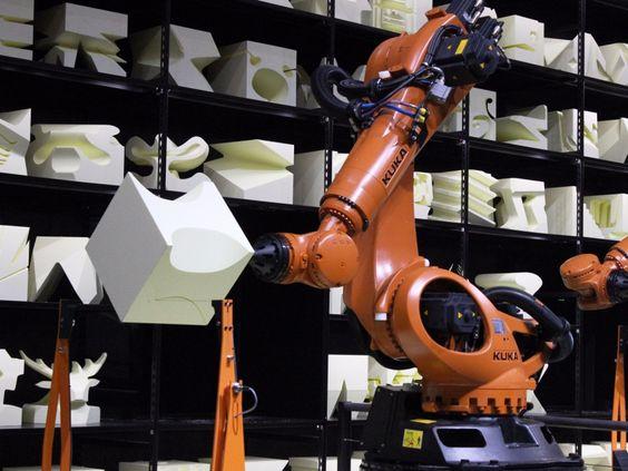 CeBIT 2015: ROBOCHOP Diese Roboterarme können jede Form ausschneiden, die man sich vorstellen kann.