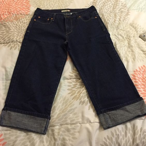 Great condition denim capris Worn a few times. Pockets in front and back Levis capri 515 Pants Capris
