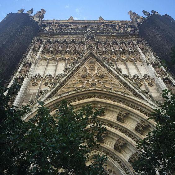 Один из крупнейших соборов в Мире. Самое крупное здание в готическом стиле. #Севилья by andrela_irk