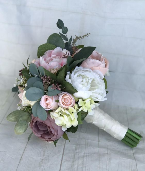 You Re Probably Familiar With Some Of The Most Common Wedding Flower Arrangements Such As Rose Bridal Bouquet Wedding Flower Arrangements Blush Bridal Bouquet