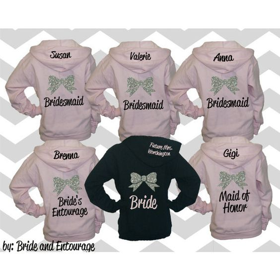 Set of 13 Bridesmaid Hoodies With Bow and Name Bridesmaid Sweatshirt... (2.405 DKK) ❤ liked on Polyvore featuring tops, hoodies, silver, women's clothing, sweatshirt hoodies, bride zip up hoodie, hoodie sweatshirts, zip up hooded sweatshirt and zip up sweatshirt