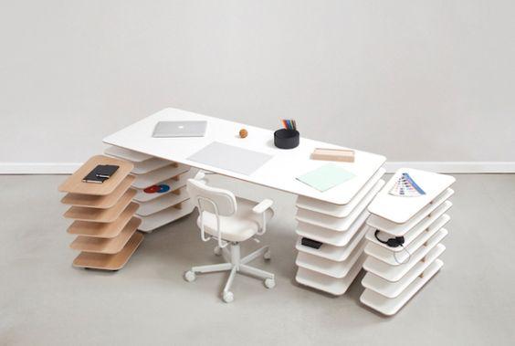 デスクと言えば、引き出しがあるものと思い込んでいたら、プチ衝撃を受けました。フランスのデザイナーMathieu Lehanneu...