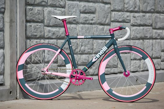 fixieporn:  laicepssieinna:  viddazer:  Red Hook Crit Navy YARD  Vive le Velo!  Paul Crank changed everything.