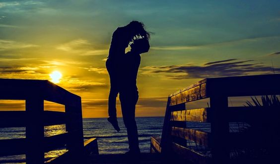 O iubesti, te iubeste si simti ca ea este aleasa? Sunteti pregatiti pentru pasul cel mare? Sfaturi pentru o cerere in casatorie originala.