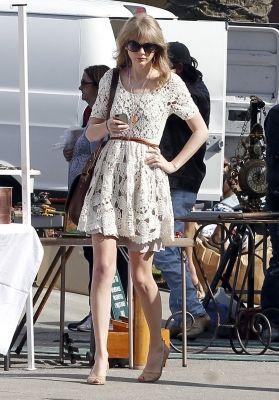 loving tay swift's lace dress :): Celebrity Style, Crochet Dresses, Fashion Style, Clothing Style, Taylor Swift Fashion, Streetstyle Celebrityfashion, Lace Dresses, Clothes Dresses Tswift