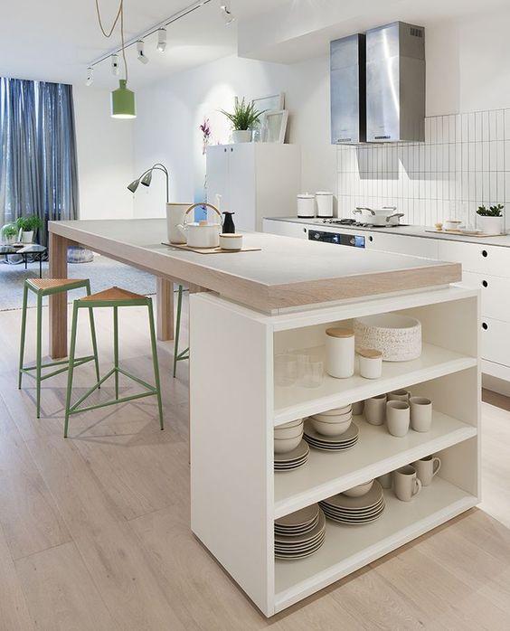 Cuisine blanche design avec ilot central ouverte sur le séjour - http://estmagazine.com.au/garden-house-waterloo-apartment/: