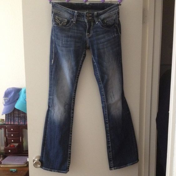 Vigoss Bootcut Jeans Size 1/2 Length 33. No flaws except a little bit of distress at the bottom of legs but not at all noticeable. (Pic 3) Vigoss Jeans Boot Cut