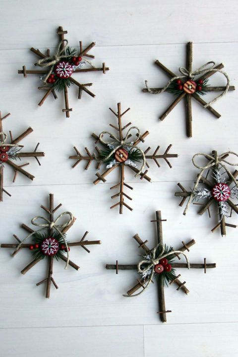 These charming crafts are made with twigs and decorated with button stickers, pine needles, berries, twine, and felt. They can even be used for festive wall art this holiday season.: