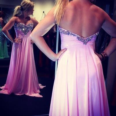 ME APAIXONEI <3 <3 <3 <3 <3 Esse vestido tomara que caia rosa é muuuuuuuuuuito lindo <3 <3