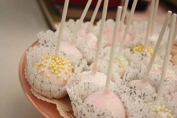 who doesn't like cake pops?!