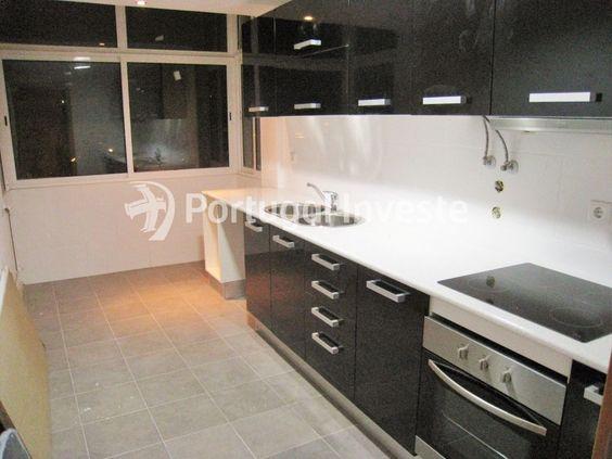 Fotos Modelo, Vende T3, totalmente remodelado, em Almada Velha - Portugal Investe