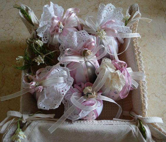 Uova di polistirolo ricoperte con stoffe e merletti lavoro di giuseppina ceraso http://crocettando.wordpress.com