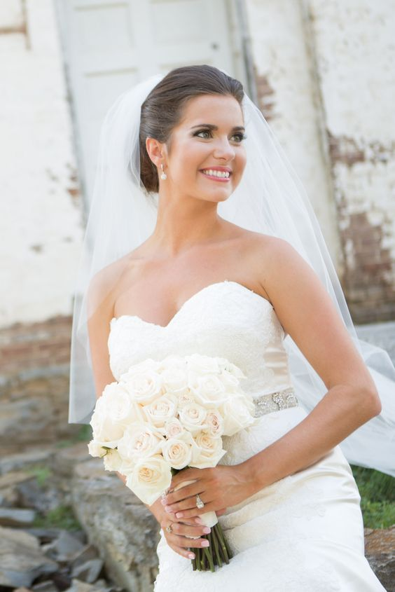 Gorgeous bridal makeup! Click through for more photos from this beautiful wedding at Carnton Plantation in Franklin, Tennessee