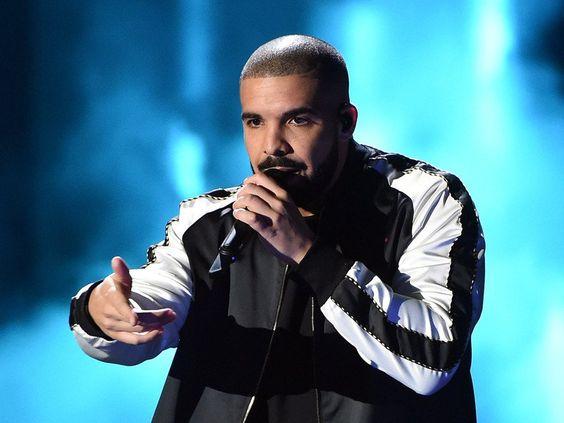 Drake performing live!
