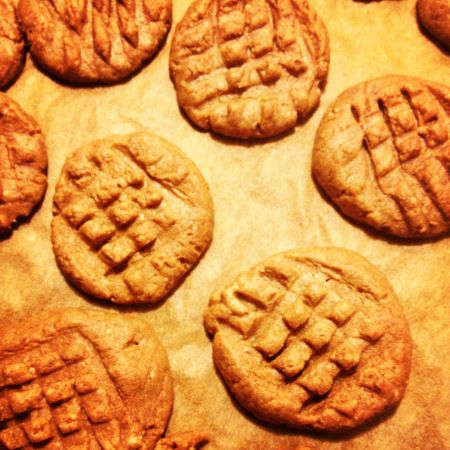 Keto-friendly peanut butter cookies | this equals everything