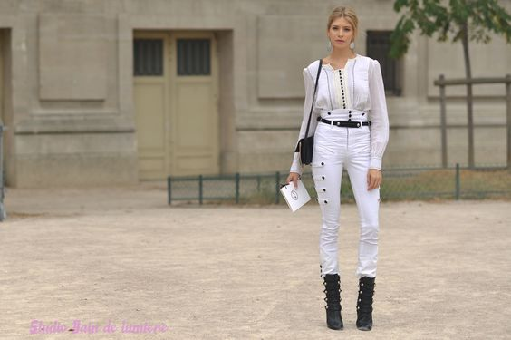 La modeuse et it-girl Elena Perminova Paris  Juillet 2015. Reportage photo par photosfashion.com#offduty #streetstyle #PFW#fashionweek