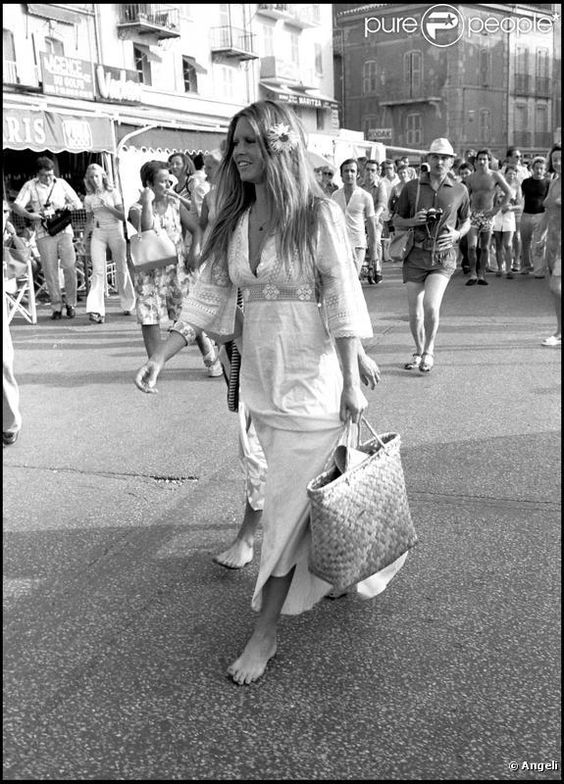photos brigitte en mode hippie chic st tropez juillet 1974 saint tropez chic and photos. Black Bedroom Furniture Sets. Home Design Ideas