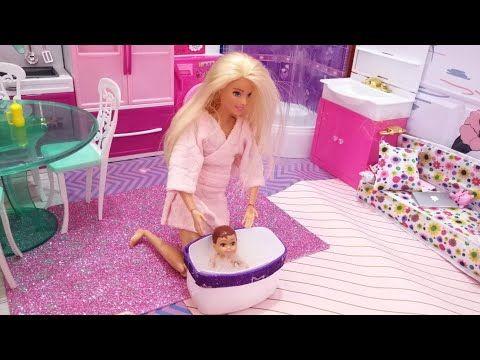 العاب باربي الدمية باربي وروتين الصباح مع البيبي استحمام البيبي مع باربي غرفة باربي الوردي Youtube Barbie Dolls Barbie Barbie And Ken