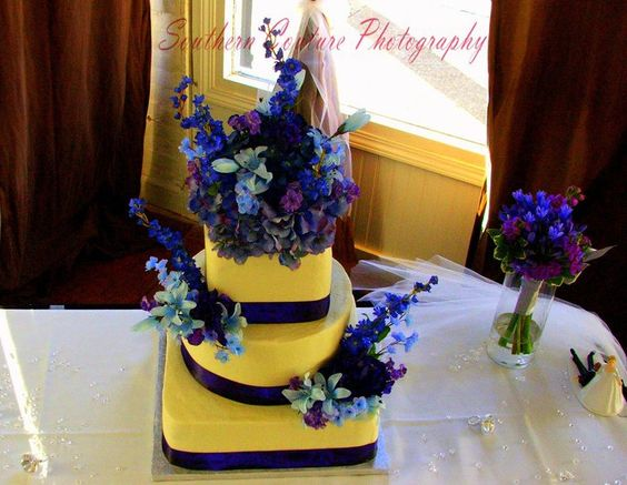 Wedding Cake with Purple Flowers. #weddingcake