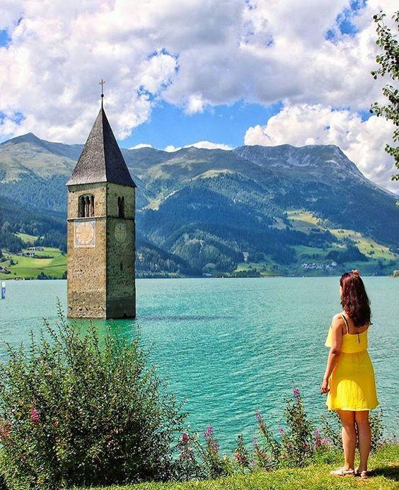 Lago de Resia, Trentino Alto Adigio, Italia