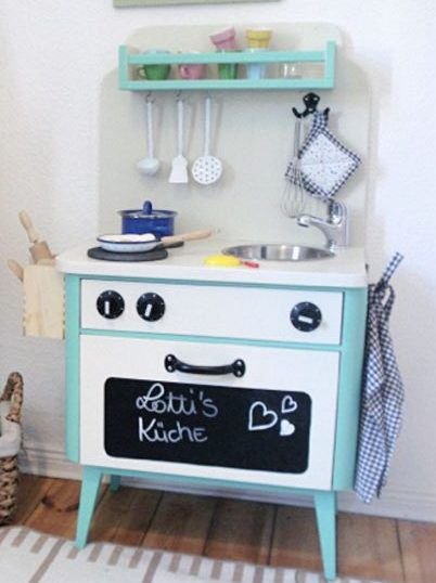 DIY-Anleitung: Kinderküche aus einem alten Nachtschrank selber bauen via DaWanda.com