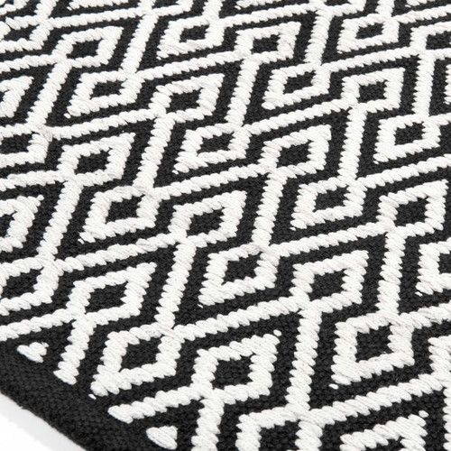 tapis kilim noir et blanc awesome kilim rug black and. Black Bedroom Furniture Sets. Home Design Ideas