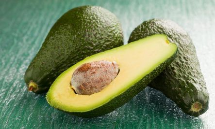 How to Keep Cut Avocados Fresh for a Week (Video) - hmmmm wonder if the red onion changes the taste of the avocado?