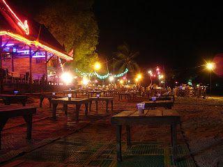 Reiseiformationen zur Ferieninsel Koh Samet findet man unter : http://www.thailand-bereisen.com/p/koh-samet-koh-chang-koh-kut.html