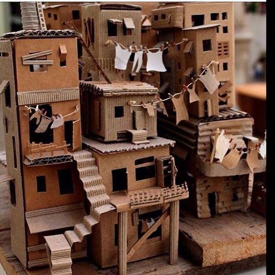 Maquete em papelão representando uma comunidade carente. ❤️/  Model in cardboard representing a poor community. ❤️/  Modelo de cartón que representa una comunidad pobre. ❤️