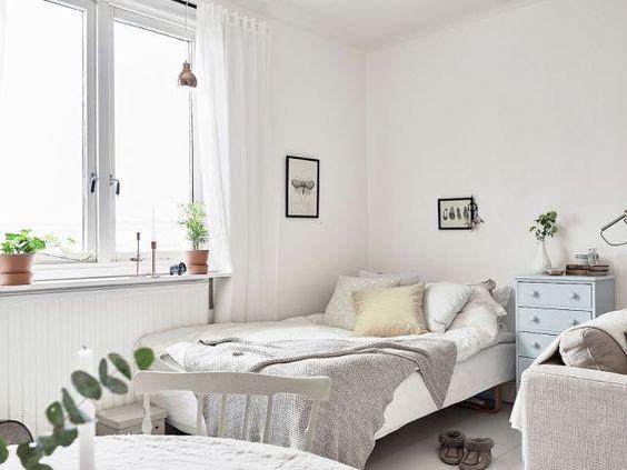 Un increíble mini estudio sueco y su decoración low cost:
