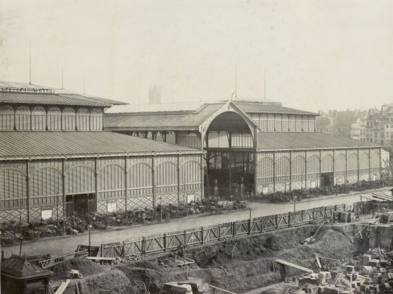 Charles Marville : les halles centrales, pavillons n° 7 et 8 Les Halles centrales. Paris Ier. Mars 1867.