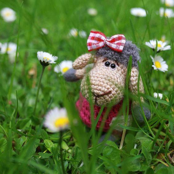 Вышли на прогулкузаблудились в ромашках #игрушкикрючком #крючок #вязание #игрушка #amigurumi #weamiguru by pavlova.o