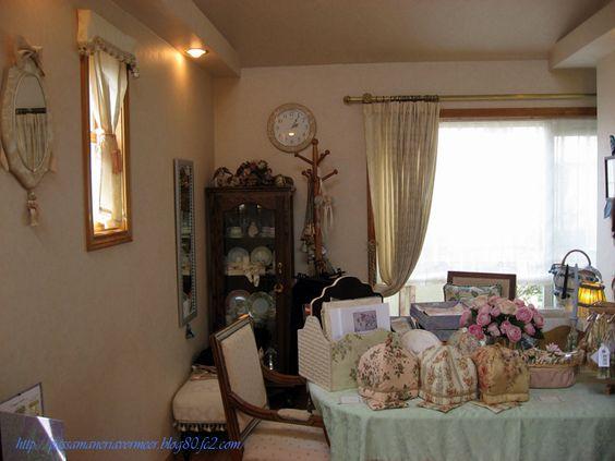 2007年4月***「Chez Mimosa シェ ミモザ」   ~Tassel&Fringe&Soft furnishingのある暮らし  ~   フランスやイタリアのタッセル・フリンジ・  ファブリック・小家具などのソフトファニッシングで  、暮らしを彩りましょう      http://passamaneriavermeer.blog80.fc2.com/
