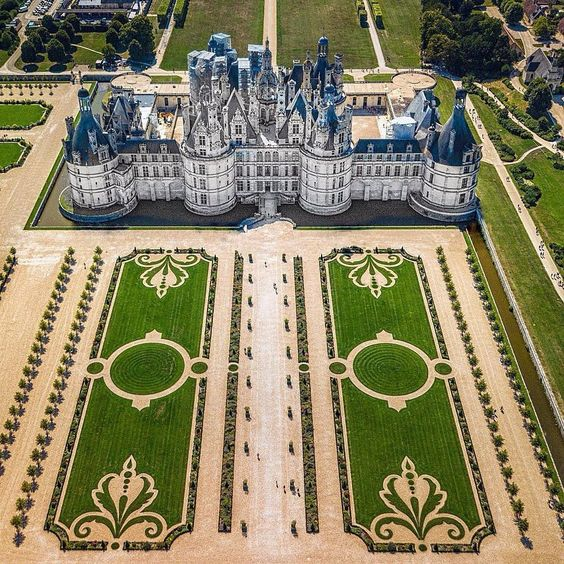 Love That Formal Garden Chambord Palace Is A Special Kind Of Place Chateau Chambord Chateau De Chambord Beautiful Castles