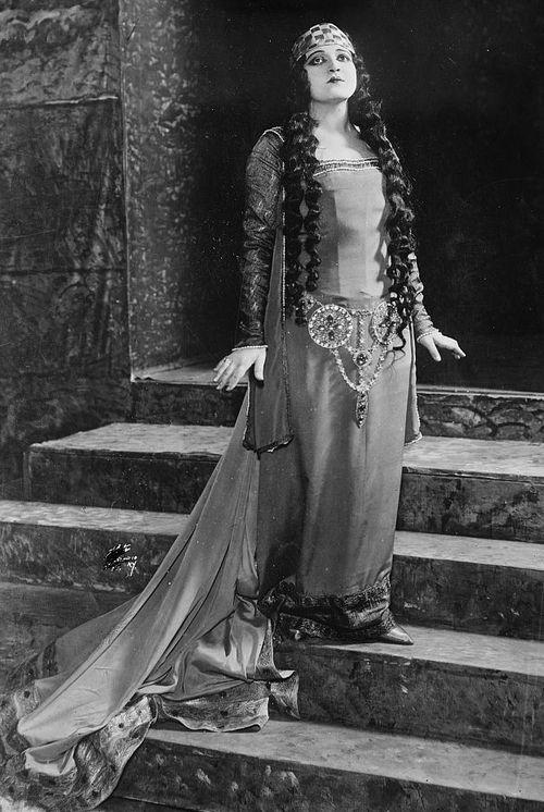Rosa Ponselle as Leonora in Il Trovatore.