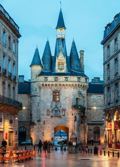 Porte-Cailhau, Bordeaux, France - Bordeaux's city gate (15th century)