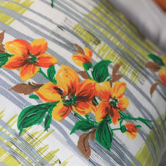 Vintage cushion - Fifties Hibiscus » Pretty Dandy