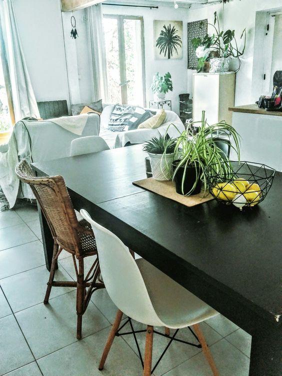 Pièce à vivre cuisine ouverte noir blanc et rotin My House Pinterest