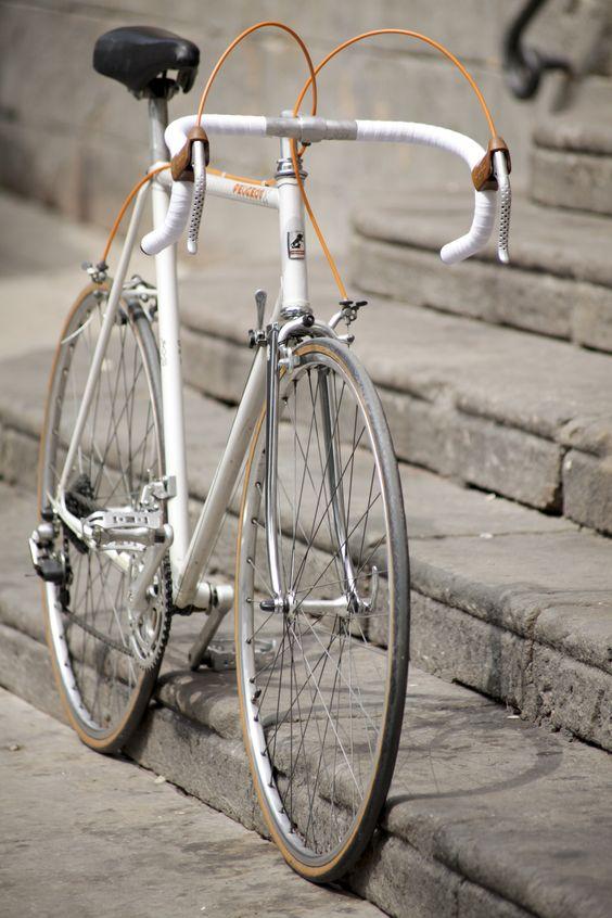 Vintage bicycle Peugeot PFN10 1983  Fotos Eva Ruiz