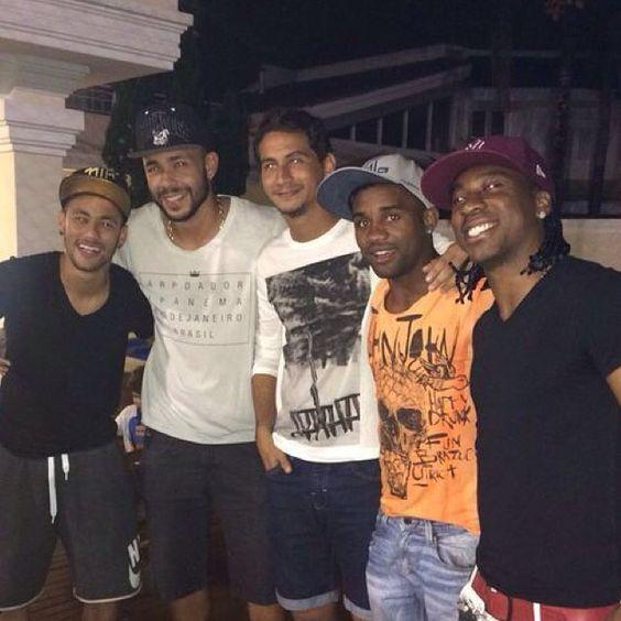 Rever os amigos é bom demais !! Valeu pela visita rapaziada ... Tava com saudades .. Tamo Junto  @samsungphganso10 @_vlad01 #Arouca #Cicinho #Neymar