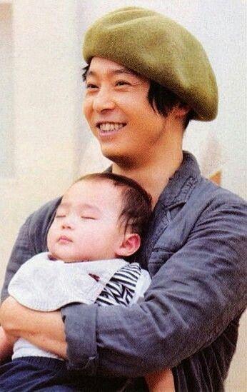 堂本剛の赤ちゃん抱いた
