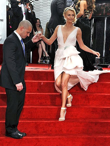 Just call her the Goddess of Gams: The new mom (nominated for her role in Young Adult), who had a case of laryngitis at this year's Golden Globes, let her statuesque legs do the talking as she makes her grand entrance in a plunging blush Dior Haute Couture gown.