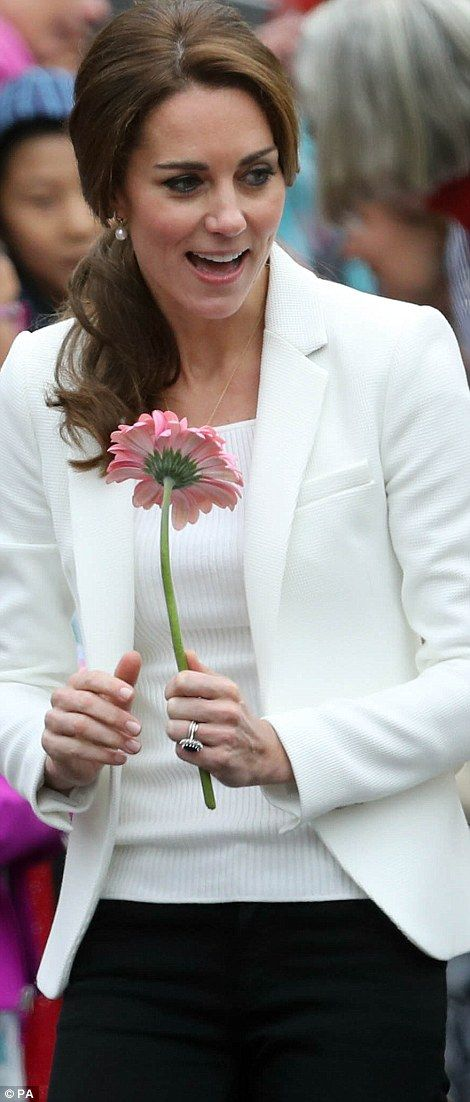 Catherine, Duchess of Cambridge meets children at the Cridge Centre for the Family on the final day of their Royal Tour of Canada on October 1, 2016 in Victoria, Canada.: