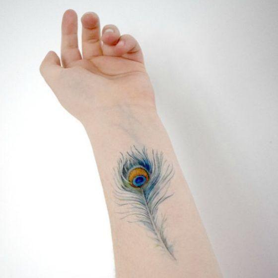 pavo real pluma tatuaje