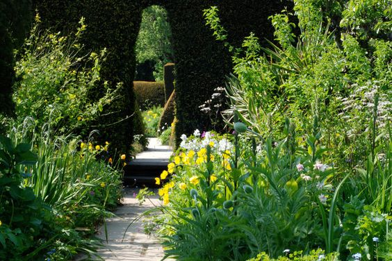 8 Ways a Garden Can Draw You in In - houzz - by Matt Kilburn