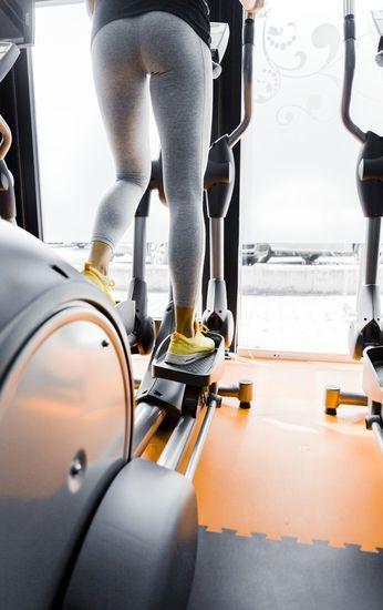 Crosstrainer-Fitnessgeräte-für-Zuhause-Workout-Sport